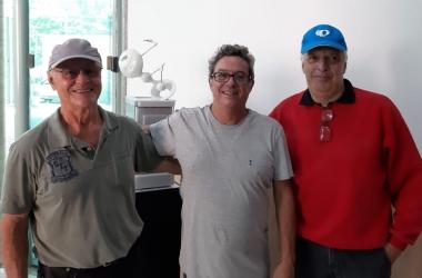 Geraldo Thurler, Gelso Luz e Orlando Mielli com a escultura ao fundo
