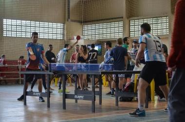 Tênis de mesa no Ginásio Adhemar Combat neste sábado (Foto: Henrique Pinheiro)