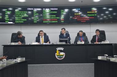 A mesa durante a aprovação da Lei Orçamentária Anual (Foto: Márcio Madeira)