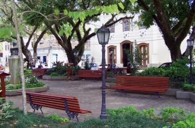 A praça central de Duas Barras (Reprodução da web)