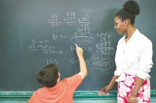 Profissionais da educação básica têm abono em janeiro
