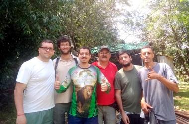 Grupo faz mutirão de limpeza em ruas e cachoeiras do Cascatinha