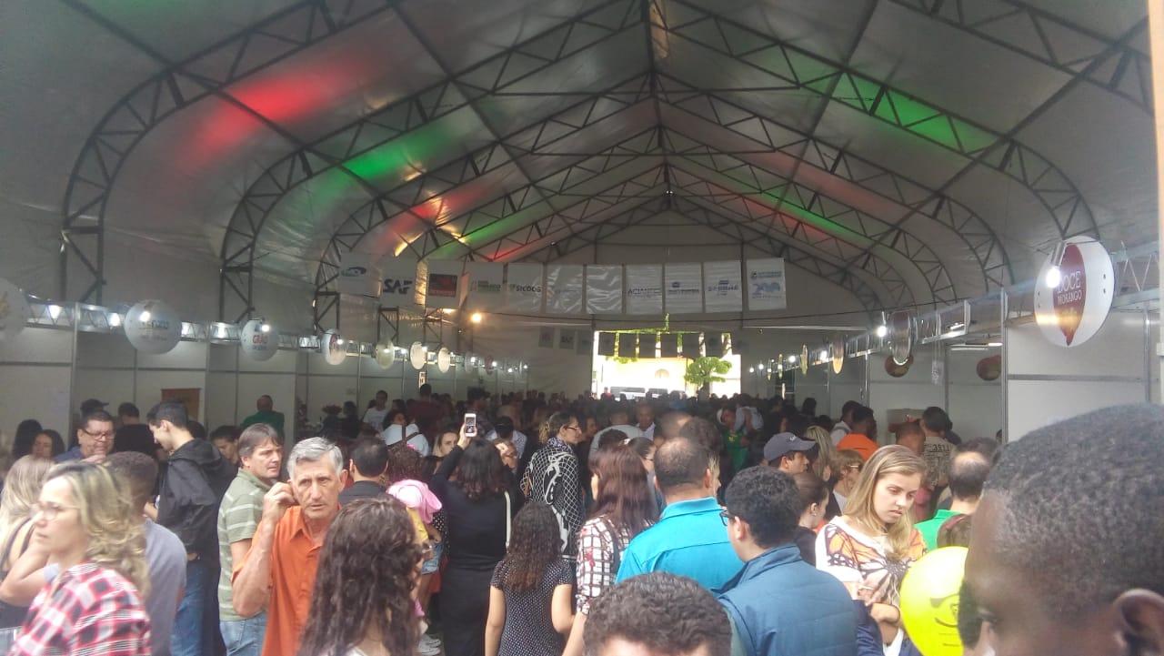 Os estandes da Festa do Morango com Chocolate lotados (Fotos: Teia de Eventos)