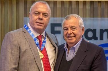 Rogério Faria com a Medalha do Mérito Industrial do Rio de Janeiro, entregue pela Firjan (Fotos de divulgação/ Vinicius Magalhães)