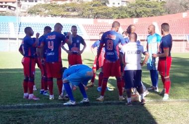 Com a ausência do técnico Merica, Cadão dirigiu a equipe no sábado