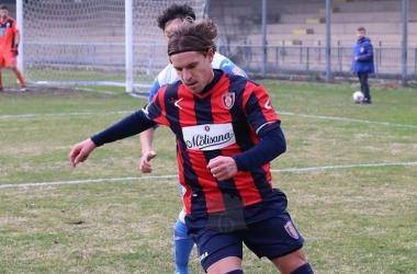 Uma das revelações do futebol friburguense, Gabriel tem feito sucesso em países europeus
