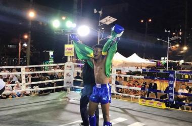 Yure chega ao topo do mundo na Tailândia