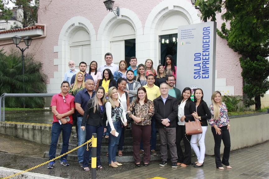 Os representantes das prefeituras alagoanas conheceram como a Sala do Empreendedor funciona agilizando processos internos (Divulgação PMNF)