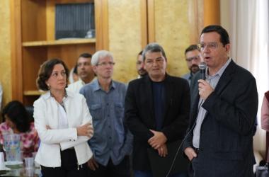 O prefeito discursa na apresentação do roteiro do desfile dos 200 anos (Fotos: PMNF/ Joao Luccas Oliveira)