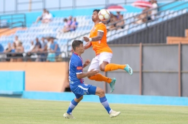 Murillo disputa a jogada: estreia com o Friburguense na Seletiva Estadual (Foto: Igor Cruz)
