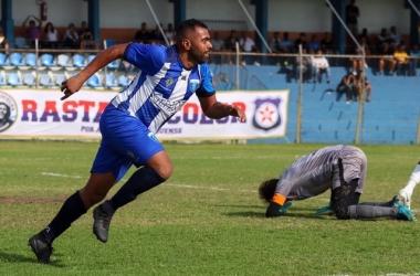Márcio Carioca aproveita rebote de Afonso e abre o placar para o São Gonçalo: jogo tomaria novo rumo (Foto: Igor Cruz)