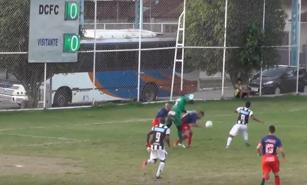O Queimados conseguiu o empate após falha da defesa tricolor