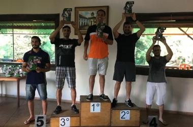 Pódio de competição em Barbacena teve presença de piloto friburguense