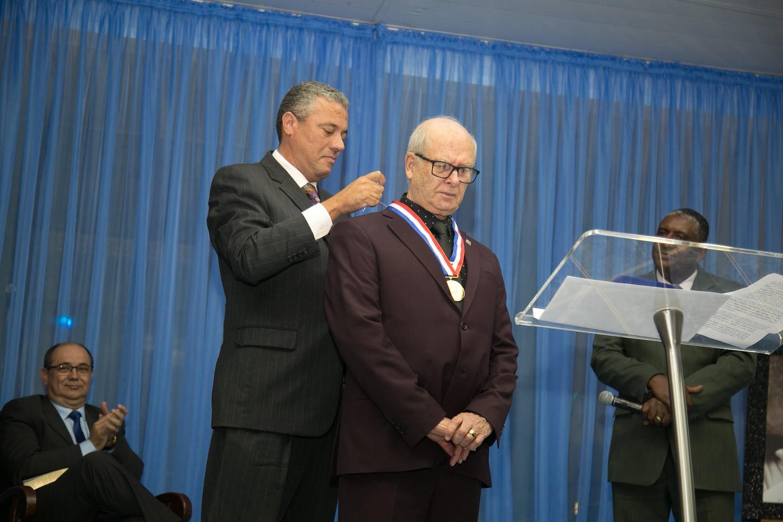 Pastor friburguense ganha Medalha de Mérito Pedro Ernesto