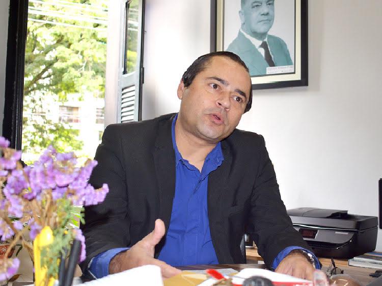 O promotor Hedel Nara em entrevista ao jornal A VOZ DA SERRA (Foto: Henrique Pinheiro)