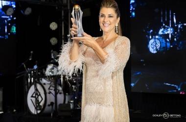 Sineida Maria Berbert Ferreira exibe seu troféu (Fotos: Ackley Serrano Fotografia)