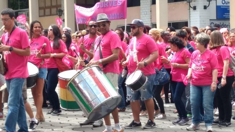 A caminhada teve até banda (Foto: Guilherme Alt)