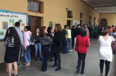 Filas para votar no Colégio Nossa Senhora das Dores neste domingo (Foto: Adriana Oliveira)