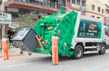 Coleta de lixo em Nova Friburgo (Foto: EBMA)