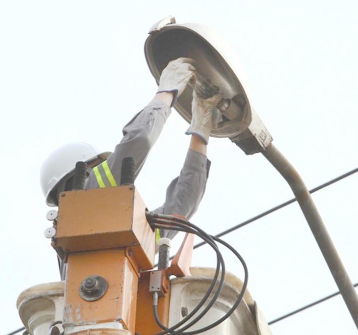 A iluminação pública deficiente tem sido motivo de muitas queixas da população nos últimos meses