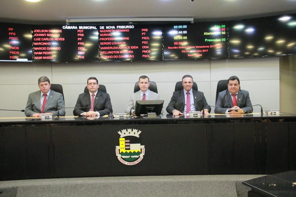 A mesa diretora reeleita (Divulgação)