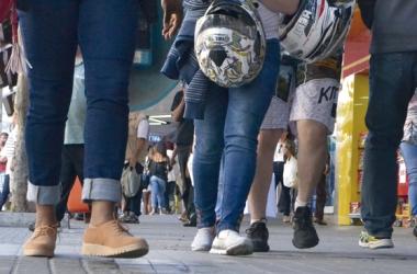 Pedestres na Avenida Alberto Braune (Fotos: Henrique Pinheiro)