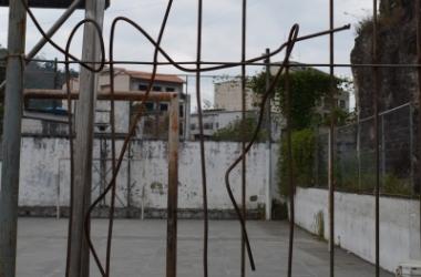 Estado de um dos gradis da escola (Arquivo AVS/ Henrique Pinheiro)