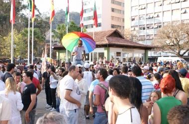 Parada gay acontece neste domingo na Praça do Suspiro