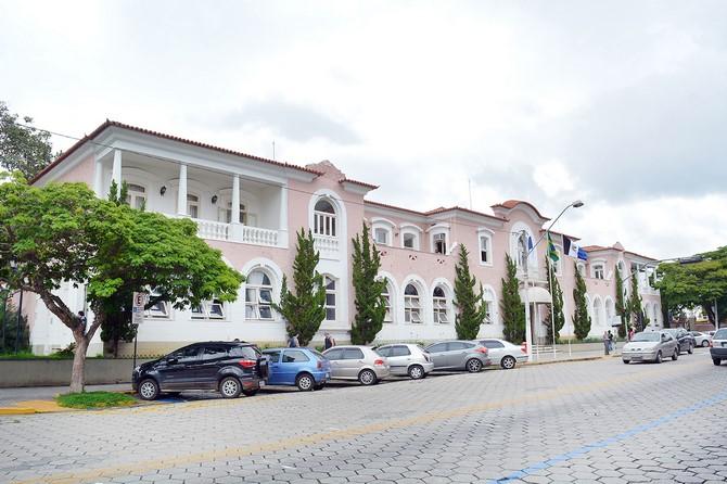 Prefeitura firmou este ano R$ 9,7 milhões sem licitação