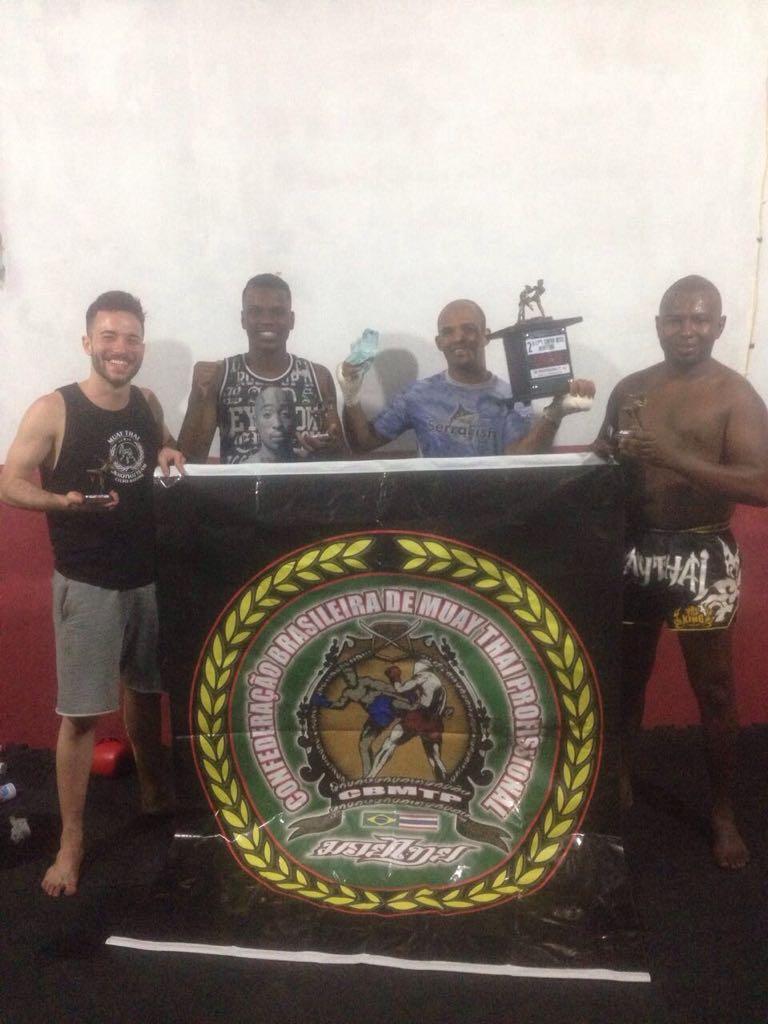 Quatro atletas de Friburgo conquistam cinturão de muay thai em Brasília