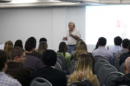 Luiz Antônio Secco dá palestra (Photus.Press)