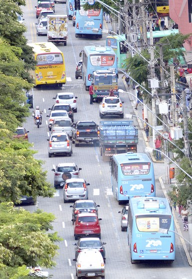 Trânsito na Avenida Alberto Braune (Arquivo AVS)