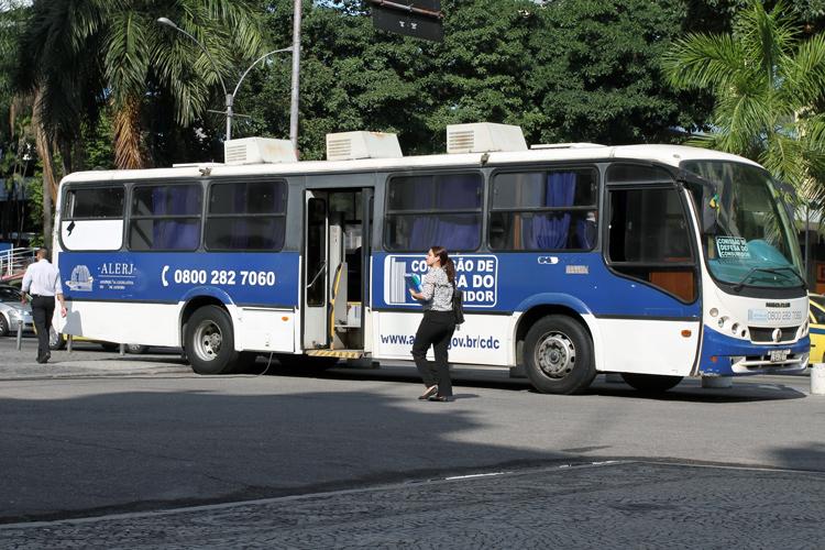 O ônibus Comissão de Defesa do Consumidor (Codecon) da Assembleia Legislativa