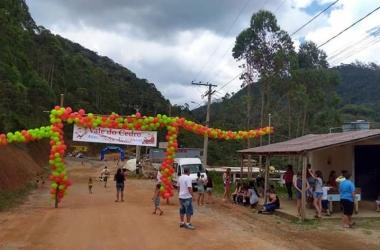 Ação social  presenteia 300 crianças no Stucky