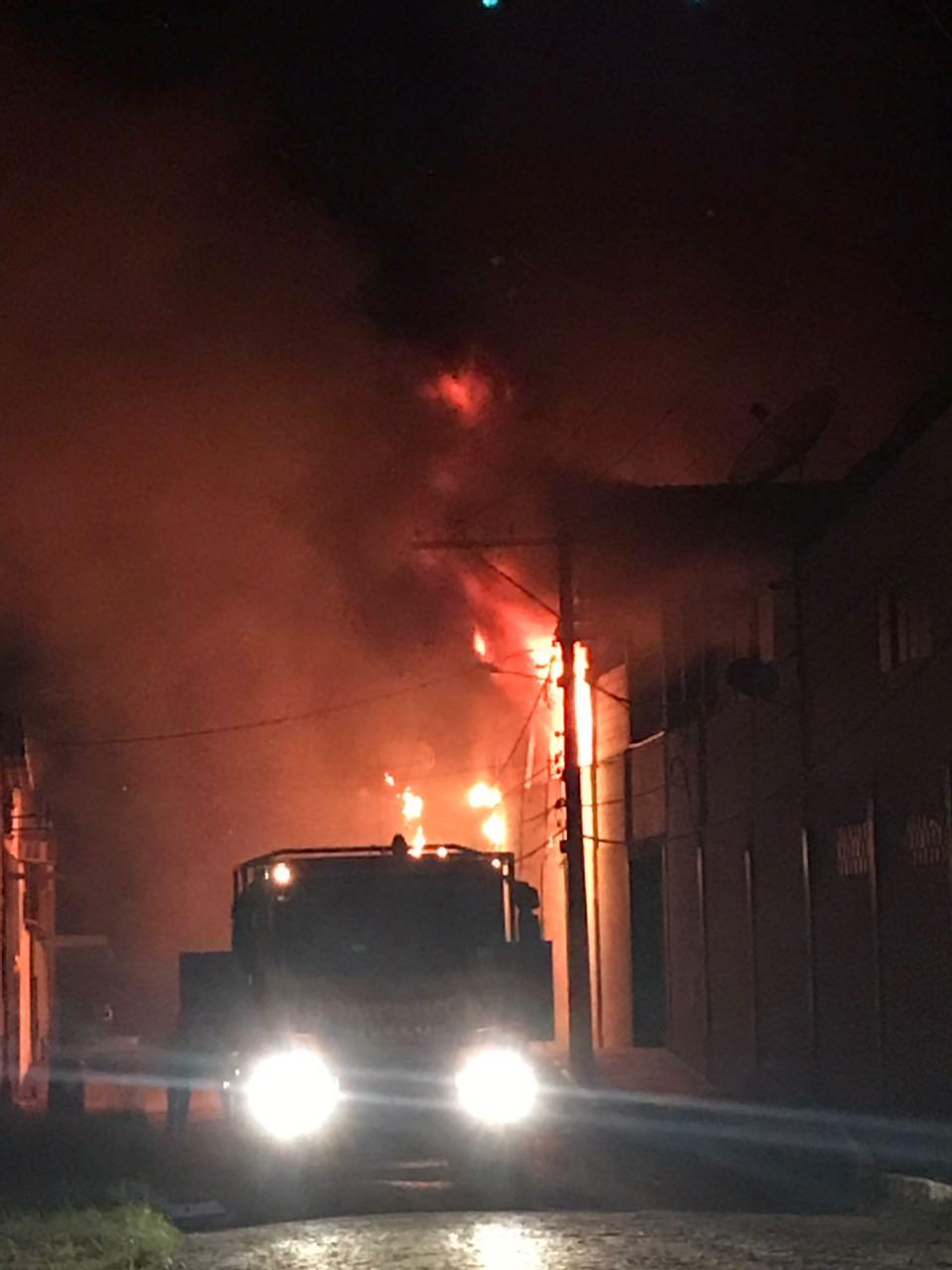 Defesa Civil interdita barracão da Vilage após incêndio