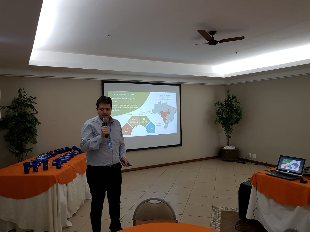 O diretor técnico e comercial da Energisa, Fernando Costalonga, explica o aumento (Fotos: Alerrandre Barros)