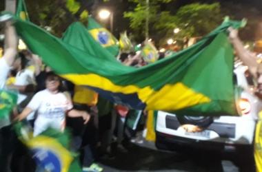 A comemoração da vitória do PSL na Praça Dermeval Barbosa (Fotos: Sergio Folly)