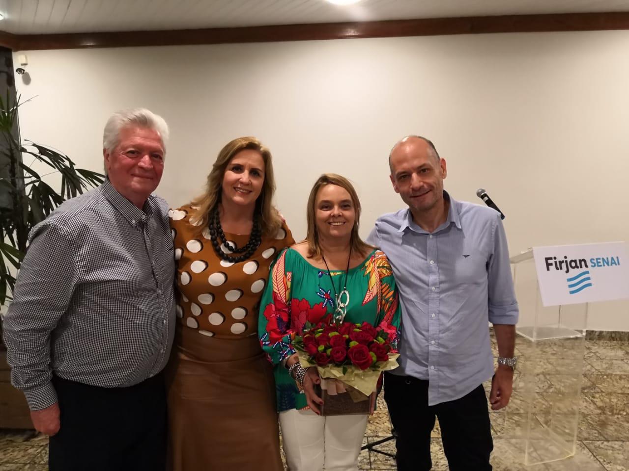 Dalton Carestiato e Adriana Ventura, homenageados no evento, com Marcia Carestiato (entre os dois) e Carlos Eduardo de Lima (Divulgação)