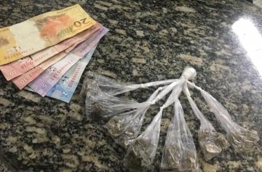 A droga recolhida foi encaminhada para perícia na Polícia Civil (Foto: 11 BPM)