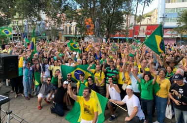 O protesto na praça (Fotos: assessoria deputado Luiz Lima)