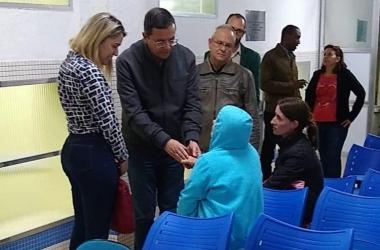 A visita surpresa do prefeito, com a secretária Emmanuele Marques, ao HRS (Fotos: Divulgação PMNF)
