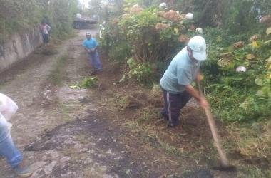 Funcionários da prefeitura trabalham na estrada de acesso ao Pico (Fotos: Divulgação)