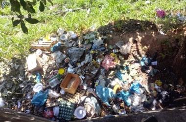O acúmulo de lixo flagrado por um leitor